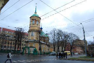 Православный собор Пресвятой Богородицы рядом с зданием Латышской Академии Наук